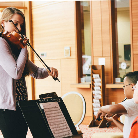 Music lessons at the Nat King Cole Generation Hope, Inc. Summer Strings camp at bt365手机下载