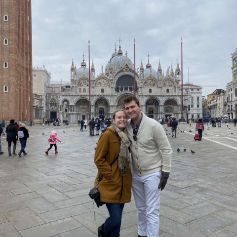 学生们 pose for a photo while abroad in Venice