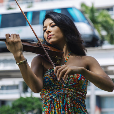 Kristen Seto plays the violin
